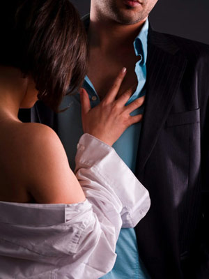 موظفوا السكة الحديد يتهمون مسئولا كبيرا بممارسة الجنس مع موظفة في الهيئة