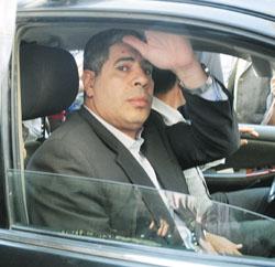 شوبير يقدم بلاغا للنيابة ضد مذيعي المحور ويطالبهما بتعويض مدني