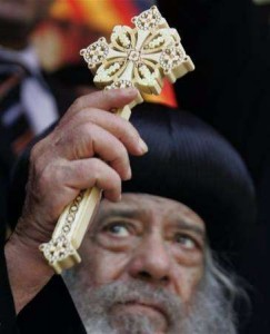 البابا شنودة : خلافات رؤساء الكنائس المسيحية تمنع وحدتها