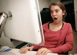 طالب جامعي يبتز شخص في الجيزة بصور ابنته العارية على الانترنت