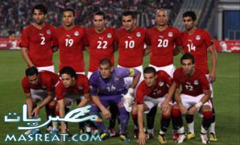 رئيس الفيفا يتابع مشاهدة مباراة مصر وقطر من الملعب