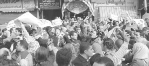 اخبار المظاهرات في الاسكندرية : مثيري الشغب قذفوا الشرطة بالحجارة