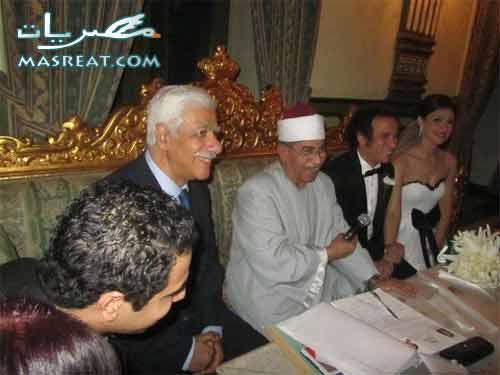 صورة  العروسين عمرو حمزاوي وبسمة بحضور الشيخ