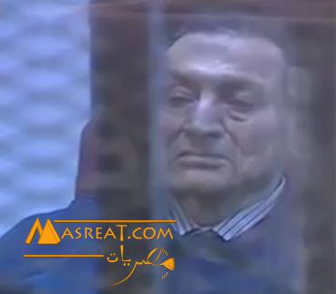 بالفيديو مبارك يبكي في قفص المحاكمة بعد الحكم عليه بالحبس