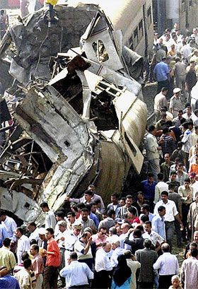 حادثة قطار العياط | انتشال 20 جثة و 30 مصاب وعدد الضحايا في ارتفاع