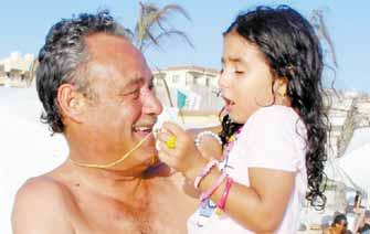 صورة فاروق الفيشاوي مع حفيدته   فيديو اغنية احمد الفيشاوي راب