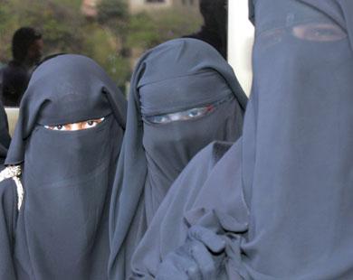 الاخوان يلاحقون شيخ الازهر محمد طنطاوي بسبب قرار منع النقاب